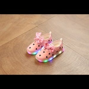 New Pink Minnie Light Up Shoes With Flaw